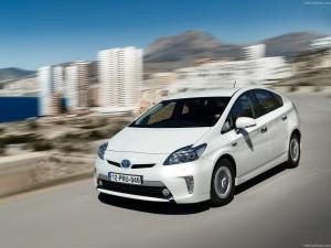 Toyota-Prius_Plug-in_Hybrid_2013_1280x960_wallpaper_01