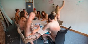 Офис онлайн-журнала из Сан-Франциско работает голышом
