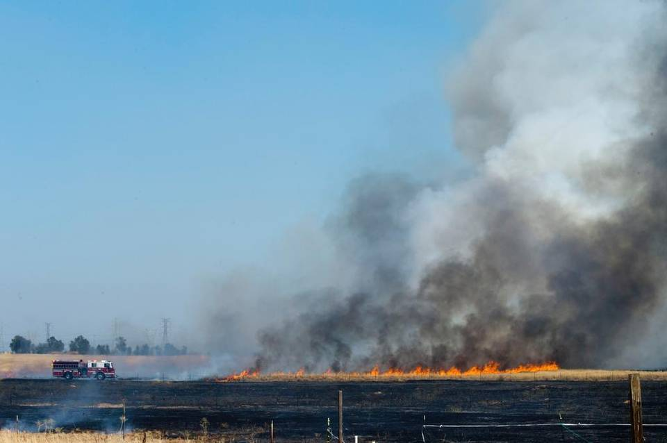 1_20150727_LS_GRASS_FIRE_844