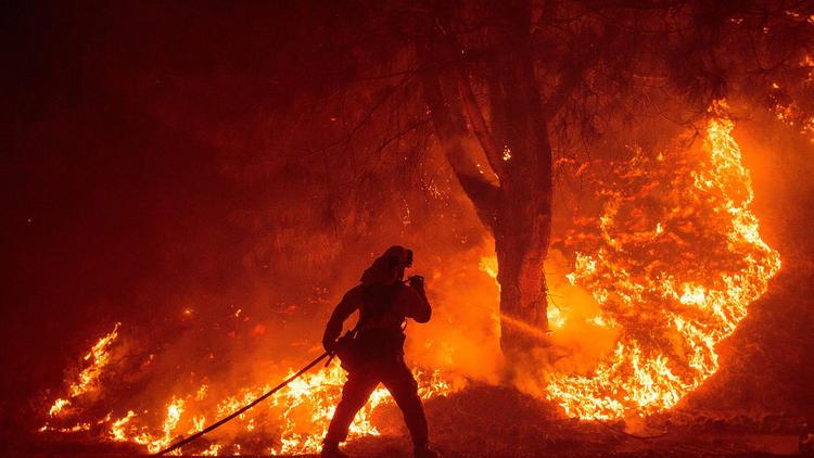 la-rocky-fire-firefighter-water-20150802