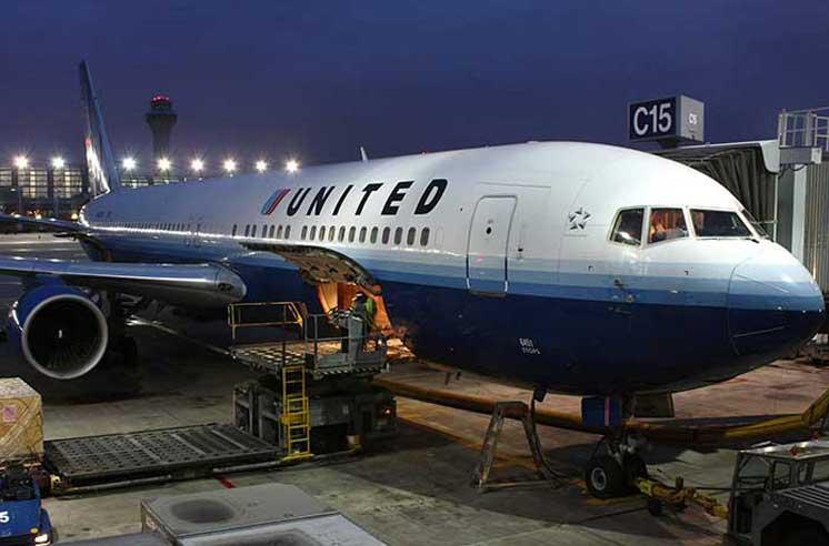 United_Airlines_B763_N651UA