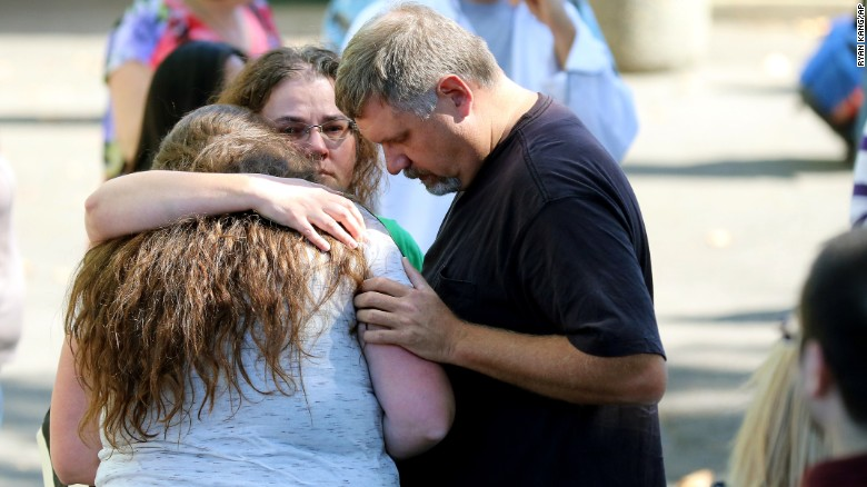 151001164312-12-oregon-shooting-exlarge-169