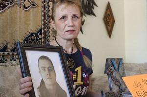 Верующую мать выгнали из суда за молитвы о сыне-убийце