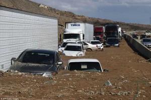 Гигантские пробки на I-5 в результате оползней