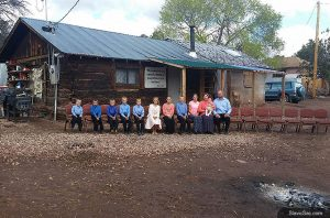 Пастор из Молдовы строит церковь для индейцев племени Навахо
