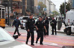 ВИДЕОРЕПОРТАЖ: Полиция Сан-Франциско обезвредила вооружённого мужчину
