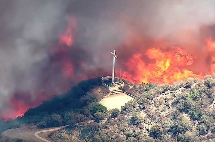 ВКалифорнии объявили обэвакуации 80 тыс. человек из-за пожаров