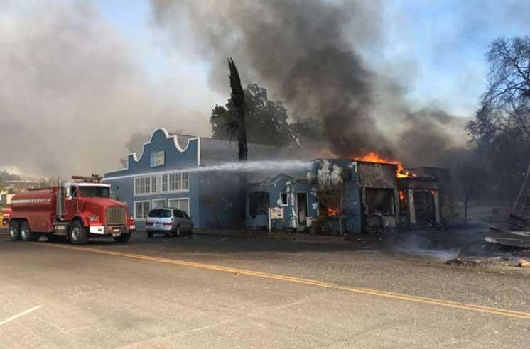 ВКалифорнии эвакуируют 80 тысяч человек из-за пожаров