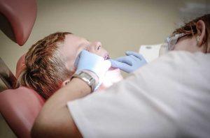 Женщина-дантист в Сакраменто вымогала деньги у пациентов