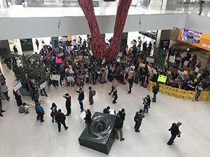 Иммиграция в Сакраменто протестует против указов Трампа